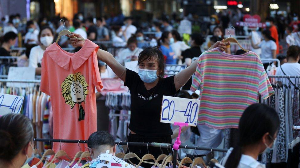 Переработка одежды стала новой экологической проблемой в Китае