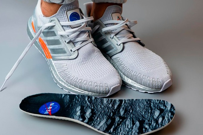 Adidas выпустил космическую версию кроссовок