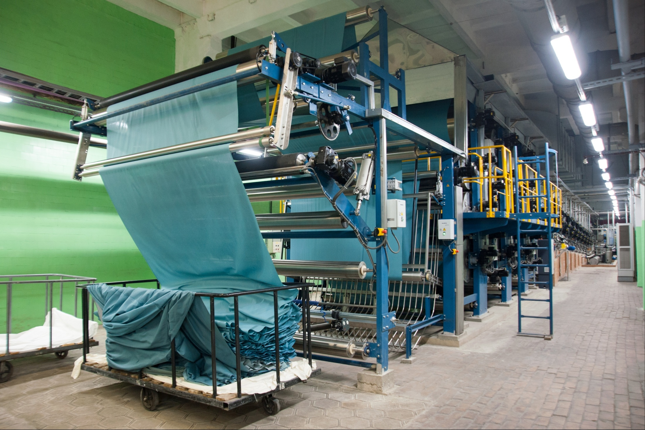 Закупки тканей перемещаются из Индии в Китай