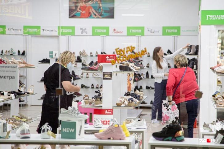 Продажи обуви в Челябинске упали почти на треть