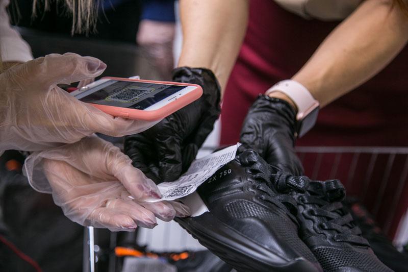 В ростовском магазине таможенники обнаружили 10 тысяч пар немаркированной обуви