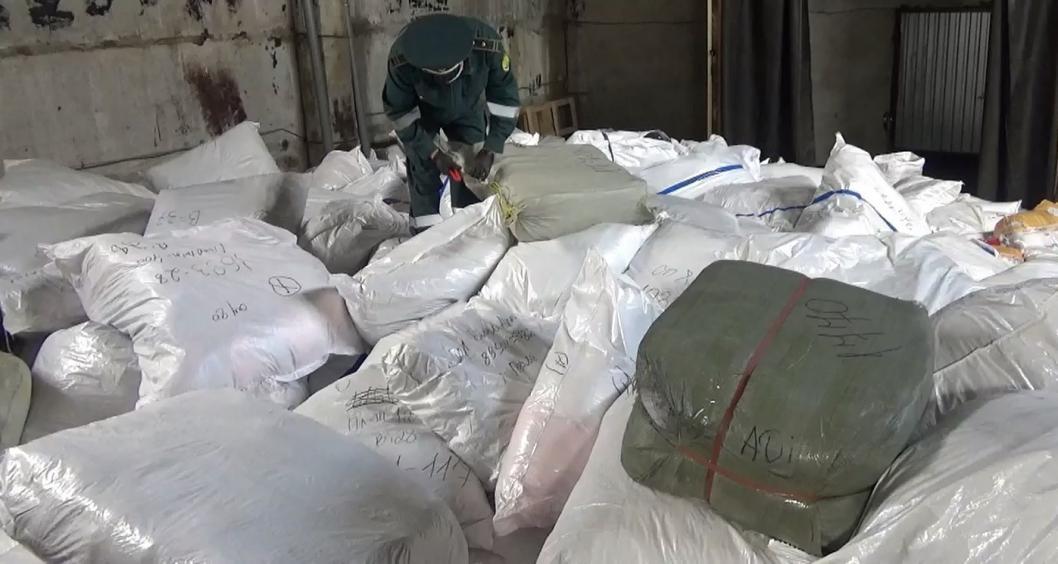 Тюменская таможня изъяла три тонны поддельной одежды
