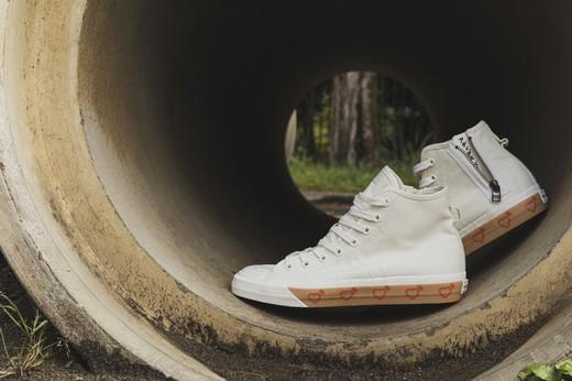 Adidas Originals совместно с японским дизайнером Nigo выпустили новую коллекцию одежды и обуви