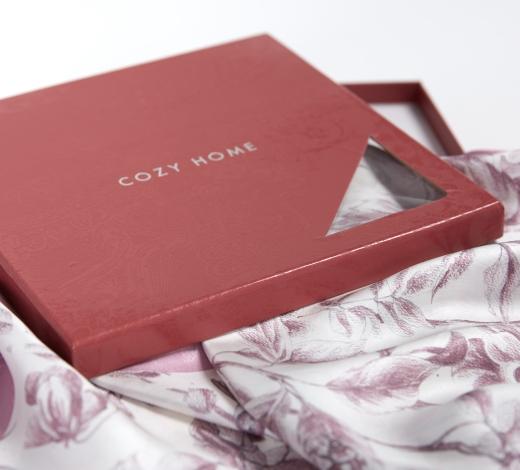 Итальянский бренд выпустил первую коллекцию платков из шелка