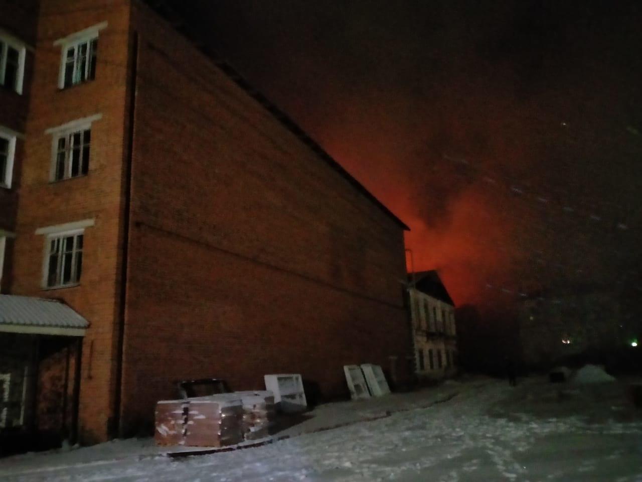 В Ивановской области сгорело здание Новописцовского льнокомбината