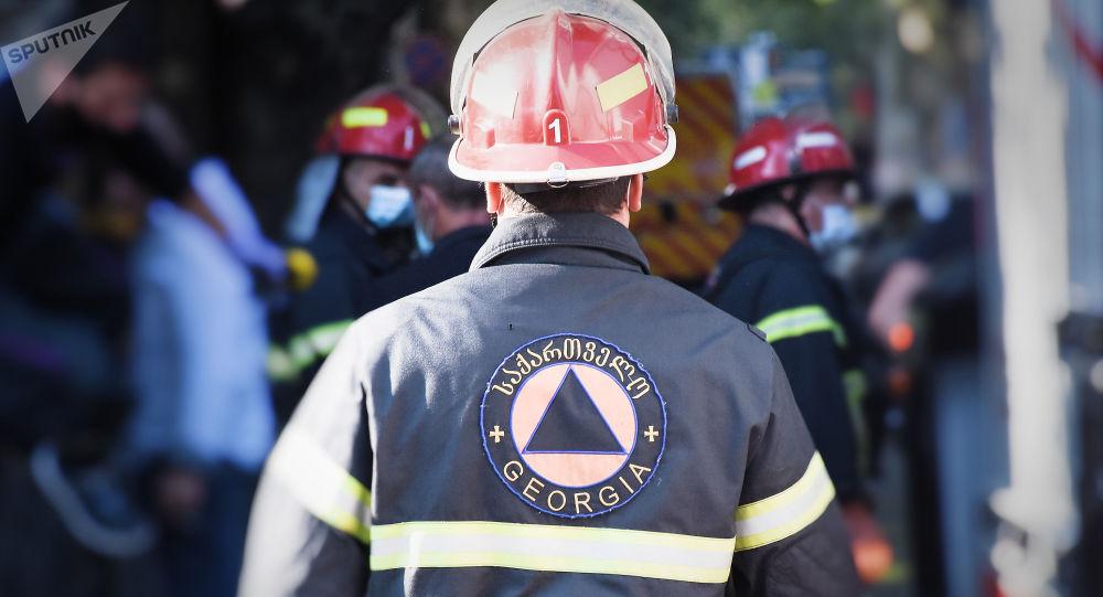 В Тбилиси сгорел вещевой склад