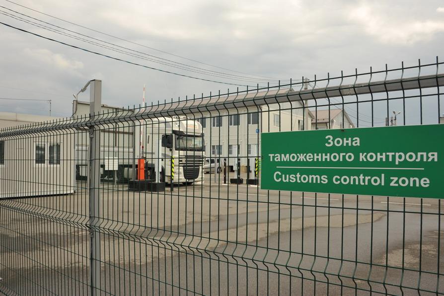 Сотрудники Смоленской таможенной службы задержали крупную партию немаркированной обуви