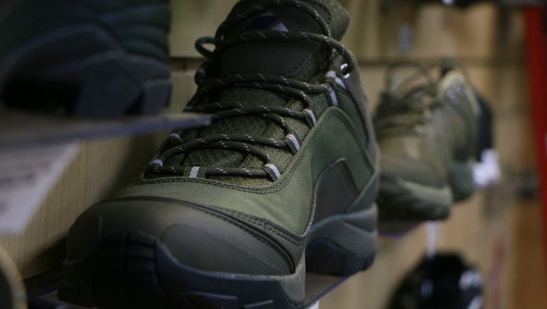 В Тюмени арестовали партию контрафактной обуви