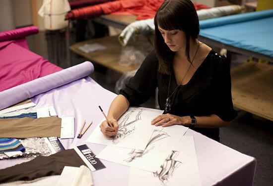 Британский производитель одежды Burberry передаст остатки тканей студентам, изучающим моду и дизайн