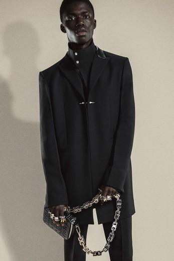 Givenchy представил новую коллекцию одежды