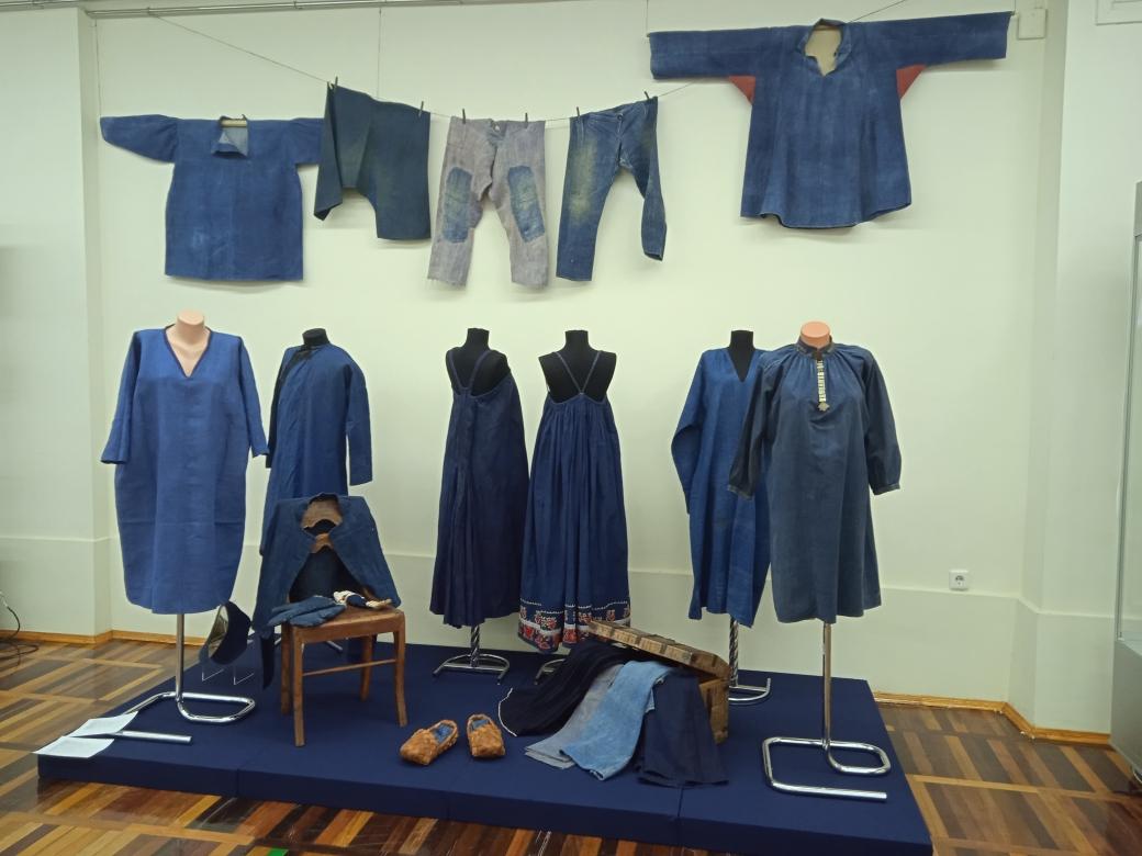 В Национальном музее республики Коми открылась выставка «Этноджинс: все оттенки индиго»