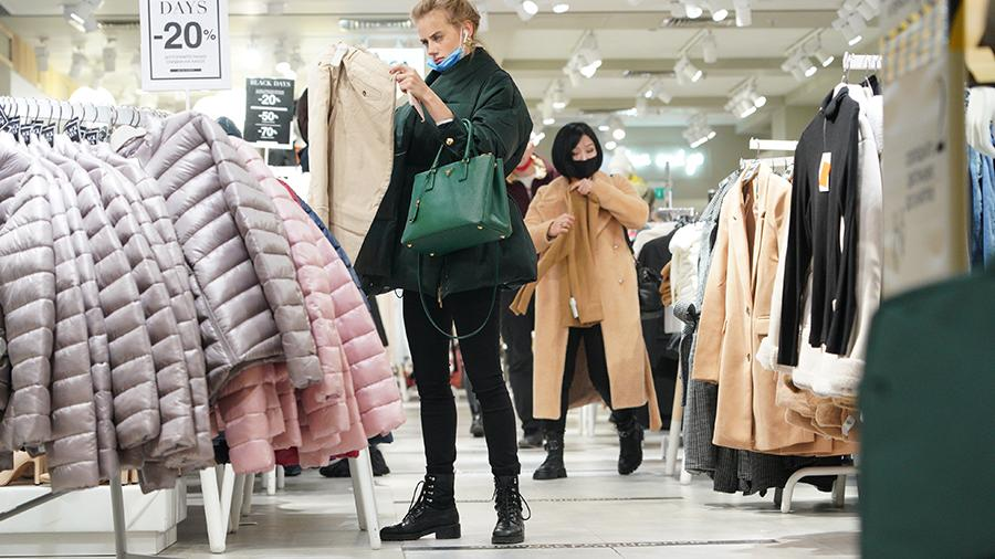 Продажи зимней одежды в России снизились из-за пандемии коронавируса