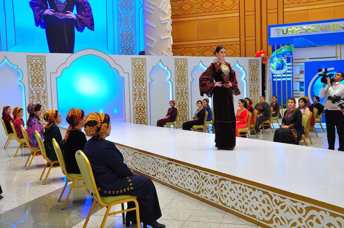 В Ашхабаде состоялся показ зимних коллекций одежды