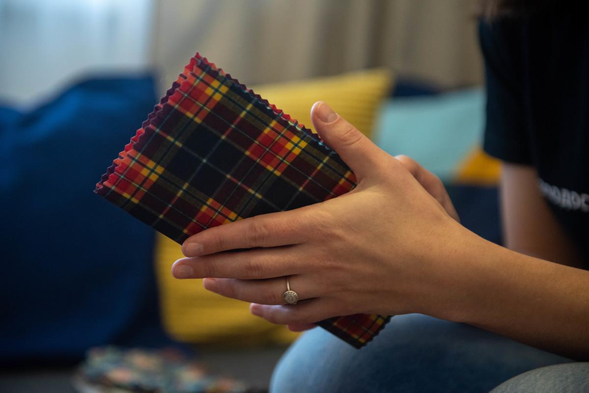 Жительница Петрозаводска изготавливает экологичную упаковку