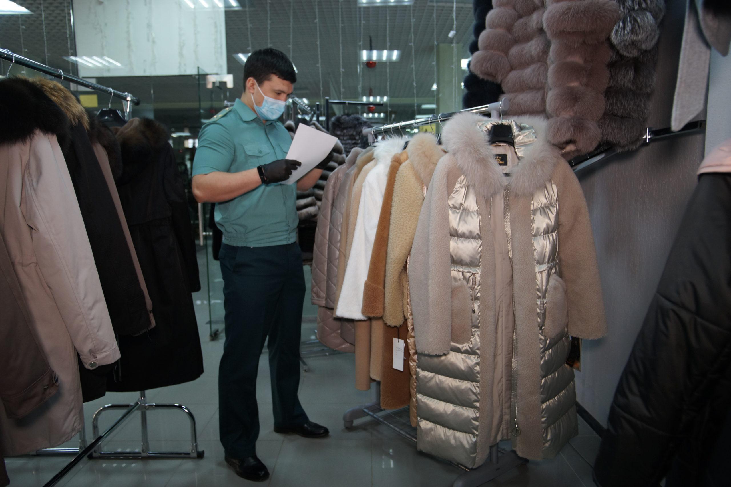 Тюменские таможенники изъяли контрафактную одежду модных брендов