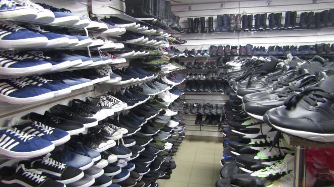 В городе Кингисепп выявлен факт реализации немаркированной обуви