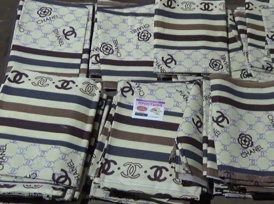 Тюменские таможенники задержали 274 килограмма контрафактной одежды