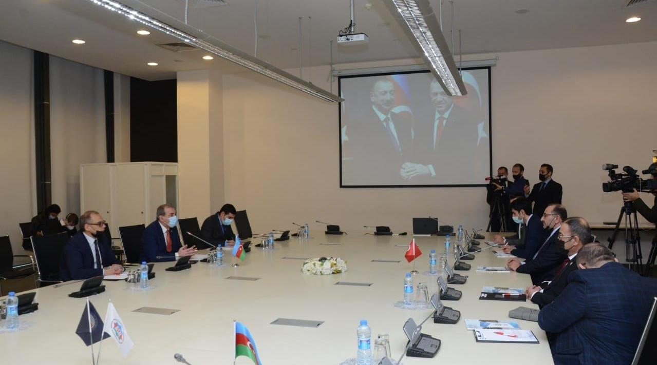 Турецкие компании намерены инвестировать $50 млн в создание текстильных фабрик в Карабахе