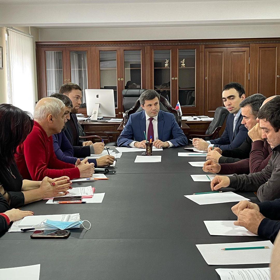 В Минпромторге Дагестана обсудили вопросы развития обувной промышленности