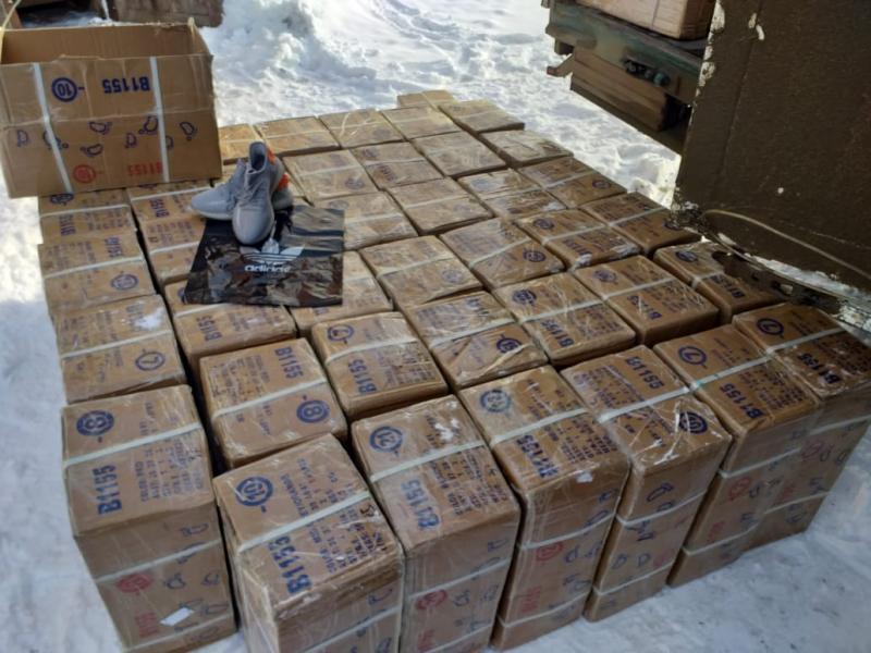 В Моршанске полицейские задержали грузовик с контрафактной обувью