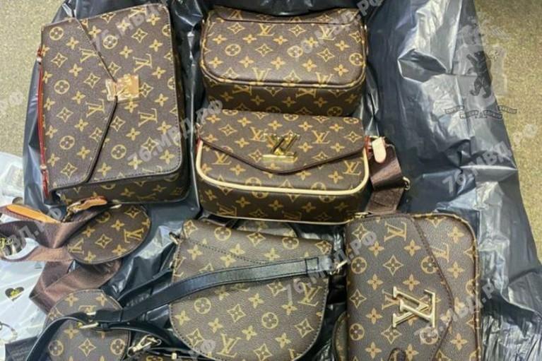 В Ярославле выявили партию поддельных сумок и одежды