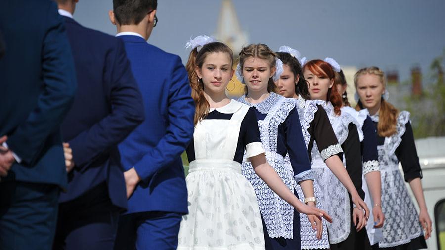 В Костромской области планируют организовать выпуск недорогой школьной формы