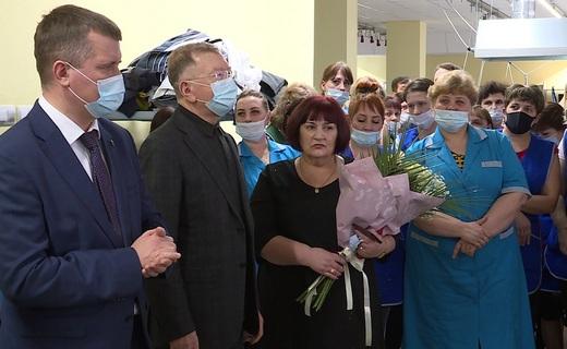 Вице-губернатор Липецкой области наградил лучших сотрудниц Усманской швейной фабрики