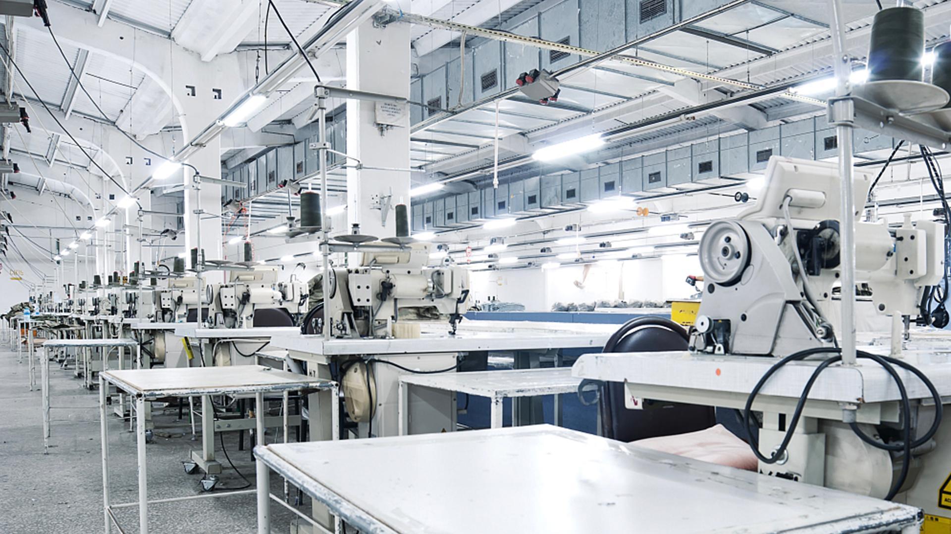 В Лос-Анджелесе появилась автоматизированная фабрика по производству одежды