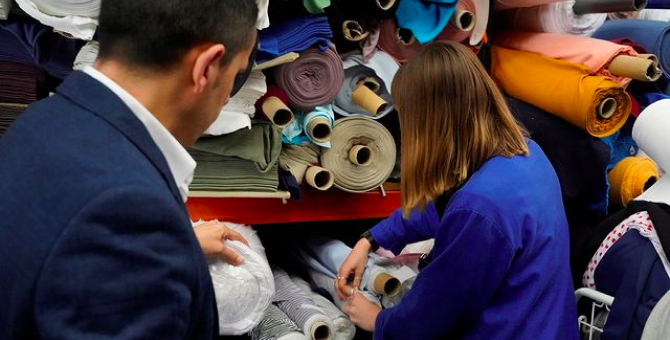 Известные бренды и дизайнеры передадут ткани из своих архивов студентам-дизайнерам