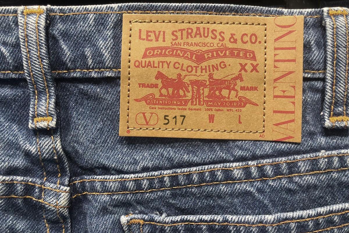 Valentino и Levi's представили совместную коллекцию джинсов