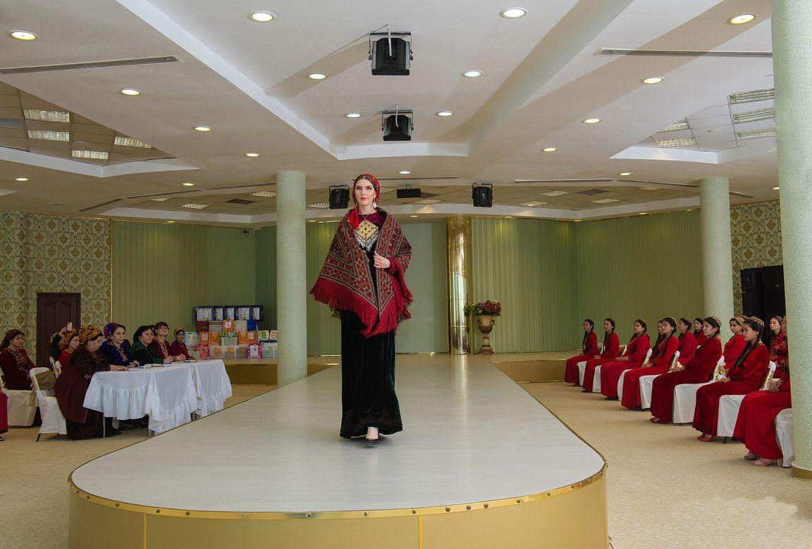 В Ашхабаде состоялся конкурсный показ одежды