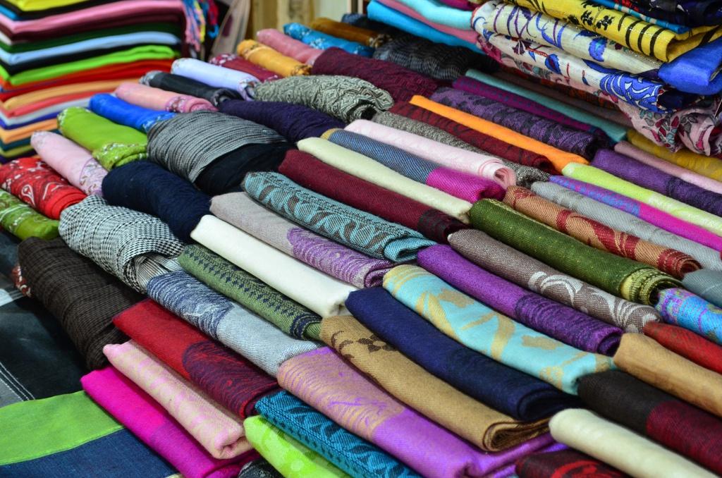 В апреле 2021 года импорт текстильных изделий и обуви в РФ сократился на 17%