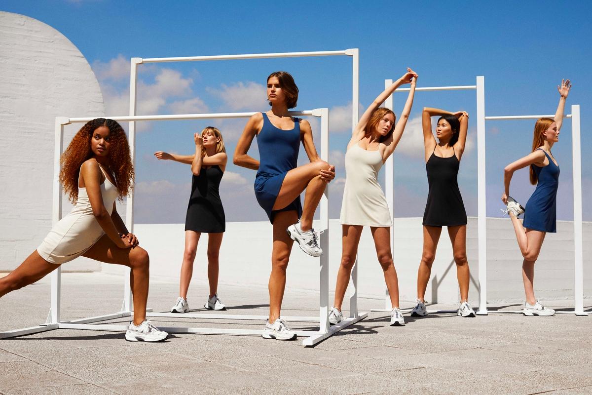 Oysho выпустил коллекцию спортивных платьев на любой случай