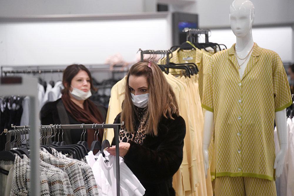 Весной россияне стали активнее покупать одежду