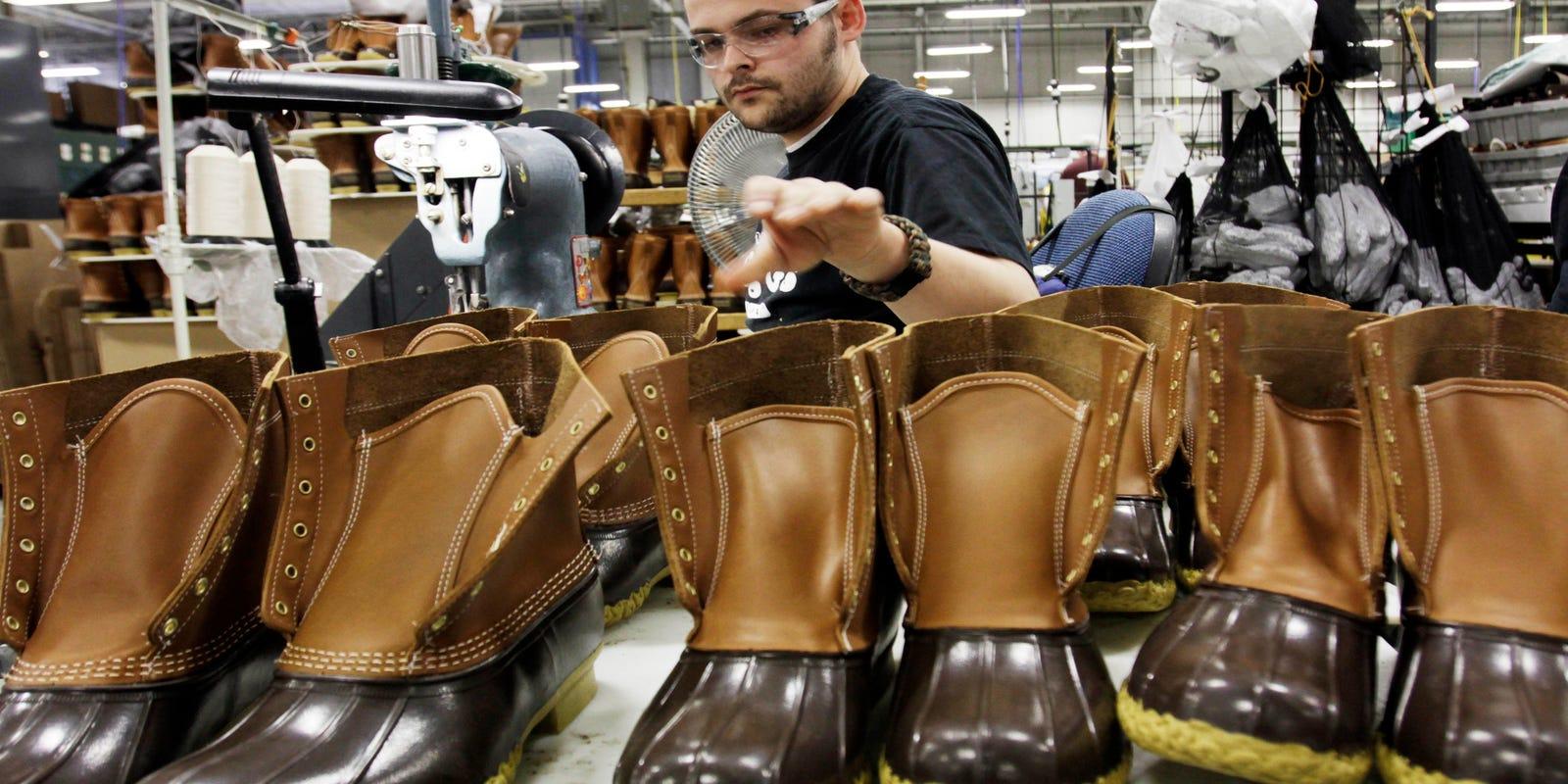 Сербские компании заключили контракты с Россией на поставки специальной обуви