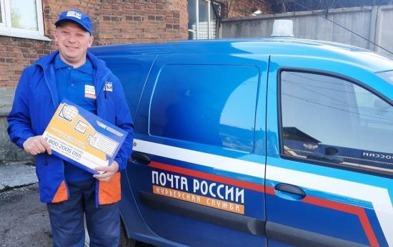 В Приангарье сотрудники курьерской службы Почты России обновили форменную одежду