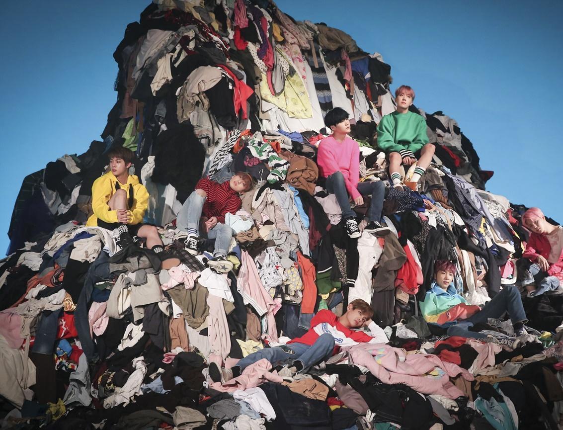 В Санкт-Петербурге работает сервис TOLKOVO, позволяющий сдать ненужную одежду за бонусы