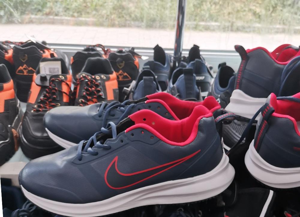 В одном из магазинов Тулы изъяли контрафактную спортивную одежду и обувь