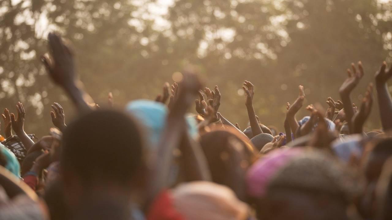 Мировые бренды одежды загрязняют африканские водоемы отходами с производства