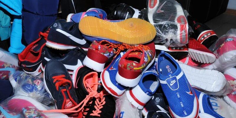 В Брянской области задержали торговцев поддельной одеждой и обувью