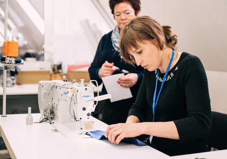 Российские регионы запустили программы обучения на профессию швеи