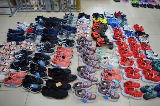 У предпринимателя из Ставрополья обнаружили крупную партию контрафактной обуви